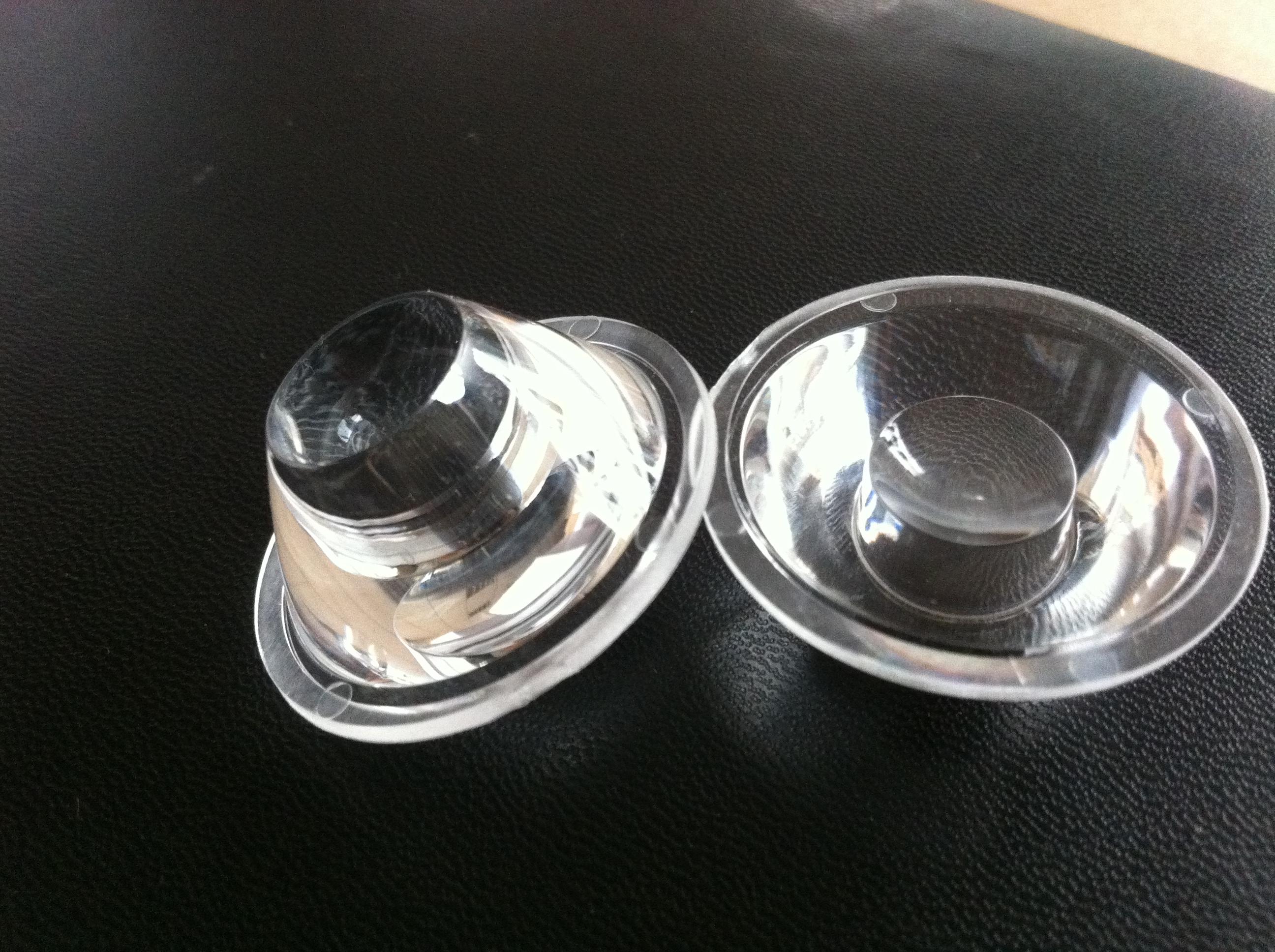 旭锦塑胶模具公司多年生产LED透镜,光学透镜及大功率LED光电产品的复合型高科技企业。本公司拥有专业的光学设计师和光学模具设计师,为广大的新老客户提供了良好的光学及模具设计方案。先进的无尘生产车间和先进的生产设备,采用进口原装三菱PMMA光学级料,保障了产品的质量和产品的透光率。 LED透镜事业部主要配合大功率LED照明市场来开发和生产各种LED透镜和精密光学透镜,可以根据客户图样及要求进行开模,设计和生产。我公司主要针对(LUMILEDS,CREE,韩国首尔,台湾HLE,台湾亿光,爱迪森,三星)等大功率